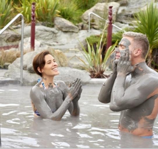 温泉泥巴浴